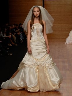 Wedding dress (art.B-75-0)